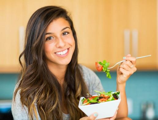 Gli alimenti da evitare per l'emicrania